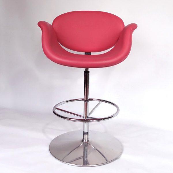 pair of artifort little tulip fuchsia pink bar stools