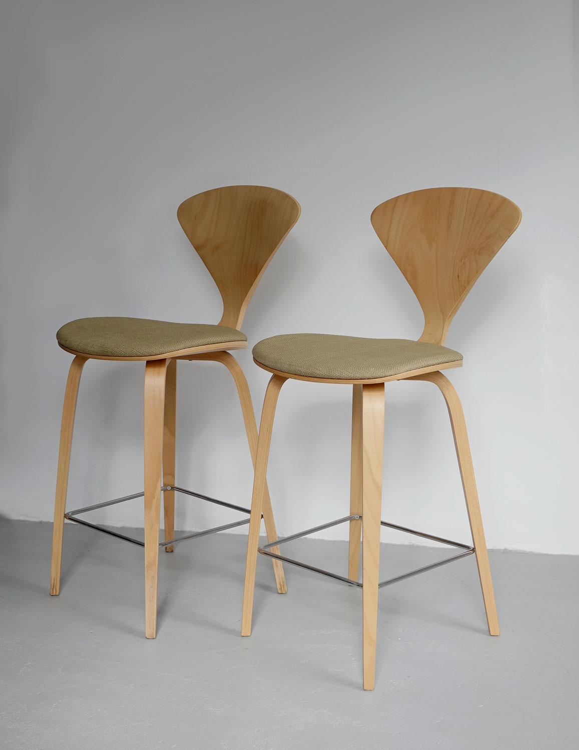 Fabulous Pair Of Cherner Bar Stools By Norman Cherner Gmtry Best Dining Table And Chair Ideas Images Gmtryco